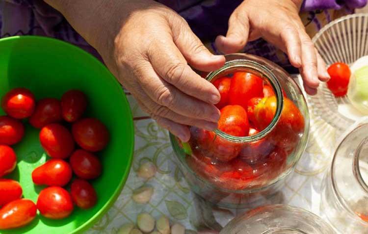 домати в буркан