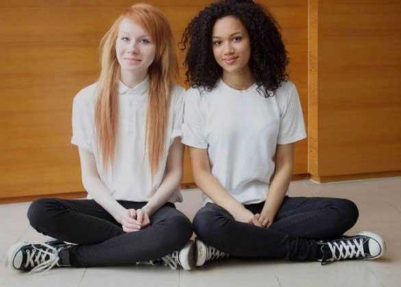 две близначки